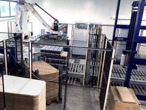 Water plant in poland Full bottles palletizing