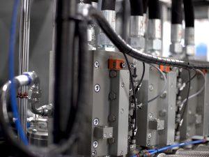 Blowing valves for best PET bottles