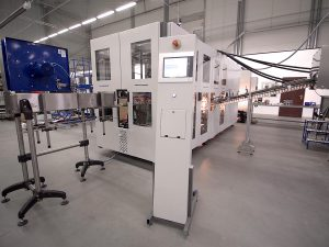 Linear blow moulding machine