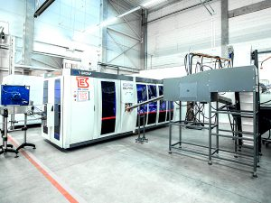 Blow moulder for PET bottles